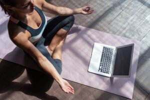 How to chose between yoga and meditation